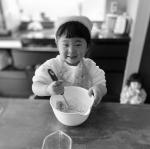 共立食品さまから製菓材料セットいただきました❤️はらぺこあおむしのおこめとほうれん草のパンケーキのもとで巴瑠と蒸しパン作ったよ♪プーさんの型で作ったけどちょっとぐちゃった(笑)めっちゃ楽し…のInstagram画像