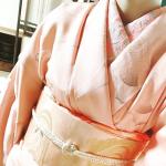 幼稚園のゼッケン用に欲しかったアイテムですが、今ハマり中の着物にも使えました¨̮♡︎ 長襦袢の刺繍半襟を軽く固定するのにピッタリ¨̮♡︎ 半襟だけ外して洗うこともあるからとても便利です(*^_^*…のInstagram画像