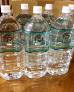 岩深水  滋賀県 水晶岩盤に磨かれた水🌹時と花岡岩に磨かれた地下深層水🌹  非加熱ミネラルウオーターまず、冷やして、飲んでみました。💡今まで飲んでいた水と違う💡まろやかで、美味しいのが…のInstagram画像
