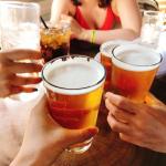 みんなで飲むビールは最高♡#ハンディビールサーバー #1秒間に4万回の振動 #乾電池 #クリーミーな泡 #プレゼントに最適 #父へのプレゼント #母へのプレゼント #帰省 #超音波振動 #宅飲…のInstagram画像
