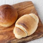 .青森県で育てられた無農薬、無肥料栽培小麦から作られたSKOS合同社さんの『冷凍パン』・テーブルロール・キャラメルムーン.他の素材もとてもこだわられていて食べると粉の味…のInstagram画像