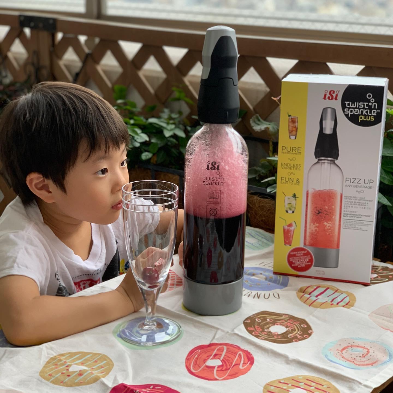 口コミ投稿:簡単に炭酸水が作れるソーダマシン『ツイスパスターターキット』✨このマシーン、カ…