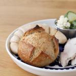 .先日も紹介したSKOS合同社さんの『冷凍パン』もう1セット・プチパン・ヘルンヘンブラン.クラストがパリッッとしていてクラムは小麦の旨味がギュッ.青森県で育てられた…のInstagram画像