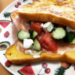 :サラダにピエトロパスタのジェノベーゼを🥗♡:きゅうり、トマト、クリームチーズにジェノベーゼかけて混ぜたらサラダの完成!✨:ちょっと量が多かったので、フレンチトーストに生ハ…のInstagram画像