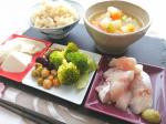 とある日のお昼ごはん🐟..#健康食 #ヘルシーごはん #ダイエットメニュー#おうちごはん #簡単レシピ #栄養満点#monmarche #野菜をMOTTO #野菜をもっと #スープ…のInstagram画像