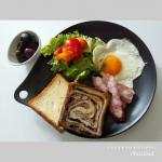 おはようございます。日曜日はおうちcafe♬今朝は食べるのを楽しみにしていた『八天堂のとろける食パン』でモーニングプレート♪先日『八天堂のとろける食パン』が冷凍便で届きまし…のInstagram画像