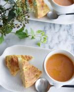 フォカッチャを焼いたので、簡単にスープとパンでランチ🍴暑かったので、スープはよく作るクリーミートマトスープを今日は冷製で🍅濃い目のトマトジュースと豆乳を2:1位でで混ぜて、ほんの少し…のInstagram画像