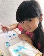 今日はお家で絵を描いたよ。#セサミおうち時間 りーちゃん。5歳salt Art 絵の上に塩をのせて色をかさねてるよ。@tsuchiya_randoseru #おうちでアトリ…のInstagram画像