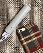 バッグやポケットに入れて気軽に持ち運びやすいサイズの、スティック型のモバイルバッテリーをお試しさせていただきました。スマートフォンが約1回分満充電可能です。お出かけの時や、災害時などの為にいつ…のInstagram画像