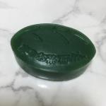 京のお茶石けん宇治田原製茶場さんがこだわって作った洗顔石鹸です。有機栽培の宇治茶エキスや茶花エキスも配合しているそう。濃い緑の固形石鹸で、お茶の良い香りがします。ネ…のInstagram画像