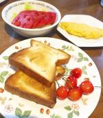 ...クリームパンで有名な株式会社八天堂のとろける食パン🍞💕@hattendo_official.生地にマーガリンや発酵バターを幾重にも折り込み、手間ひまをかけて作…のInstagram画像