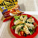 野菜サラダの上に茹でたマッスルギョーザを乗せれば、食欲があまりないときでもどんどん食べれます😋.楽天・Amazonでもお買い求めいただけます✨#マッスルギョーザ #信栄食品 #ダイエッ…のInstagram画像