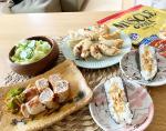 お休みの日のお昼ご飯☺️好きに食べてーなスタイル😂#マッスル餃子↑ほんとに美味しいのにタンパク質抜群、糖質オフ#もやしの肉巻き#サラダ#おにぎりデザートはスイカ…のInstagram画像