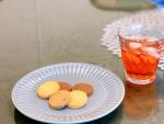 ティータイム🍪水出しのピーチティーとヤギミルククッキー🐐🥛ヤギミルククッキーはめっちゃシンプルな味!水出しできる紅茶はありがたい🤟🏻✨#ティータイム#3時のおやつ#ヤギミルククッキ…のInstagram画像
