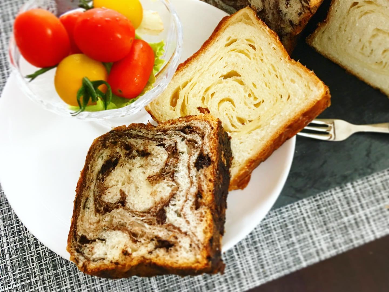 口コミ投稿:今朝は八天堂のとろける食パン♡マーブル模様が気分を上げてくれる♪冷凍でお届け。解…