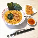 なべやき屋キンレイ(@kinrei_fan)様のお水がいらない横浜家系ラーメンをご紹介致します✩*⋆.スープと麺と具が一つに冷凍されているので、そのままお鍋に入れて温めるだけで食べられるラーメ…のInstagram画像