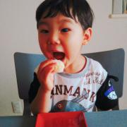 「トウモロコシご飯のおにぎりパクっ!」ごはん彩々「お米を食べている笑顔写真」募集!の投稿画像