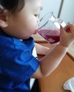 *モニプラ様よりモリママの赤い青汁をお試しさせて頂きました😊*赤い青汁ってどういうこと!?って思ったけどほんとに赤い!*オススメは牛乳で割るって書いてあったけど、牛乳嫌いな息子…のInstagram画像