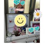 前作った写真入りマグネットを母にプレゼントしたら、孫コーナーに貼ってくれてました❣️..マグネットなのに磁石張り付かないとこにテープで貼ってた🥰.pic1.新生児のときの写真の横にある…のInstagram画像