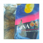ペットラインさんのキャットフード、LUNA(ルナ)食べさせてみました。1袋で2種類の味が楽しめます。4種類ありますが、今回は、かつお節としらす添えと、かつお節とほたて味ビ…のInstagram画像