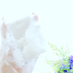 ****************「ナマシア ボタニカルフェイシャルソープ」2,480円(税込)60日以上熟成させた枠練り製法で仕上げた「生シアバター配合の洗顔石けん」コレ、久々に良い石鹸だ…のInstagram画像
