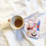 今日、外でたくさん遊んだので塩分補給...!なんて思いながら大好きな梅こんぶ茶を飲みました。まず、わたしは梅が大好き。美容室では、梅こんぶ茶かカルピスを…のInstagram画像