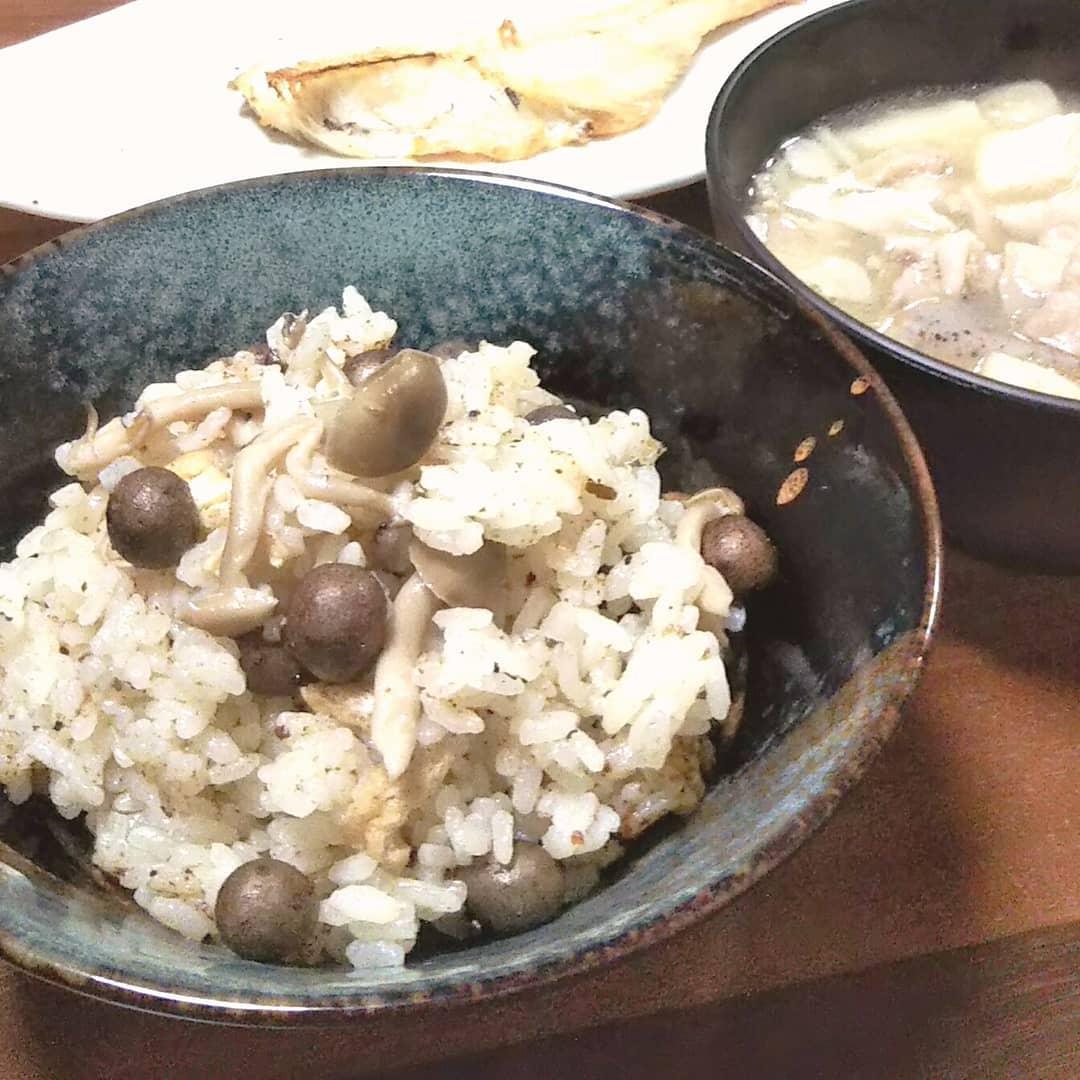 口コミ投稿:むかごとしめじと油揚げで秋な炊き込みご飯、すごい美味しくできたー!だしパック破…