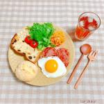 ࿐✩⡱𝕋𝕠𝕕𝕒𝕪'𝕤  𝔹𝕣𝕖𝕒𝕜𝕗𝕒𝕤𝕥 ☼˚˖︙。.୨୧⌒⌒⌒⌒⌒⌒⌒⌒⌒⌒⌒୨୧.。❁北海道コーンのプチパン❁石窯レーズン食パン❁ソーセージステーキ❁目玉焼き❁グ…のInstagram画像