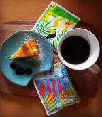 LOHACOのかわいらしいパッケージのコーヒーはダラゴア農園のブレンドコーヒーとても美味しかったです難しい表現はできませんが風味が香ばしく手作りのチーズケーキにとても良…のInstagram画像