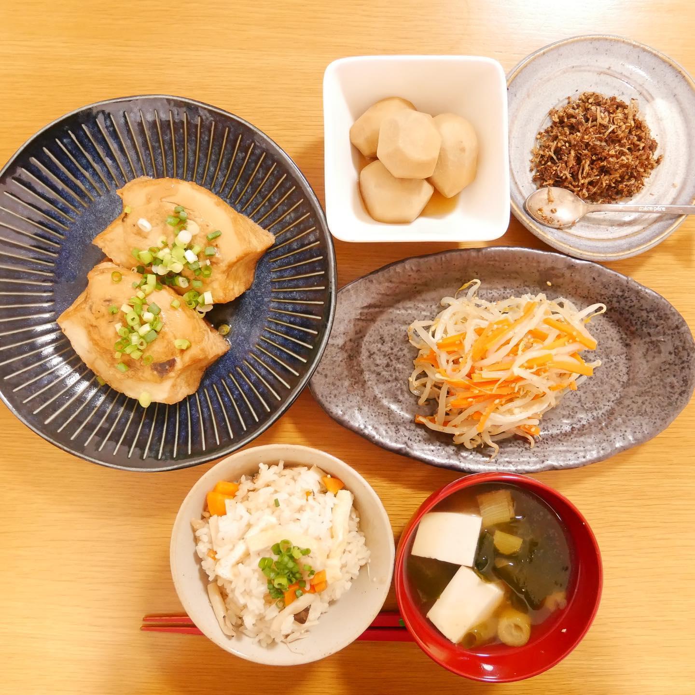 口コミ投稿:今日のご飯🍚* ・厚揚げの肉詰め・もやしとにんじんのナムル・里芋の煮物・手作りふり…