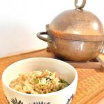 【洋風炊き込みごはん】ごはんだけでおかずはいらないほど大満足の炊き込みごはんが完成♡コロンとした銅鍋にお米、水、具材を入れて、「炊き込みごはんの味…のInstagram画像