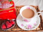 おはようございます☀今朝は、最近ハマっているコンビニの冷凍いちごのおともに、日東紅茶さまの「ロイヤルミルクティーあまおう」を頂きました。いちごづくしの幸せモーニング🍓💕国産紅茶葉と…のInstagram画像