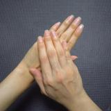 「手と首」の画像(1枚目)