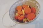 リスさまの「ボール&コランダーセットS」を使って簡単作り置きレシピ~😃今回は秋になると食べたくなる、さつまいもとニンジンを使って、簡単ポテトサラダを作ってみました❗️材料を洗って水切りし、フタ…のInstagram画像