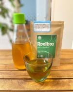 無添加のタイガールイボスティーを飲みました💓この生葉タイプ、日本茶みたいで美味しいです。 ペットボトルの差込口に入れて待つだけで、本格的な味わいのルイボスティーが飲めるのも嬉しいで…のInstagram画像