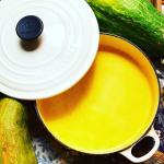 お義父さんに頂いた赤かぼちゃでかぼちゃのスープ♡新しいルクルーゼの器で😆💕#monmarche #野菜をMOTTO #野菜をもっと #スープ #レンジ #カップスープ #モンマルシェ #簡単 …のInstagram画像