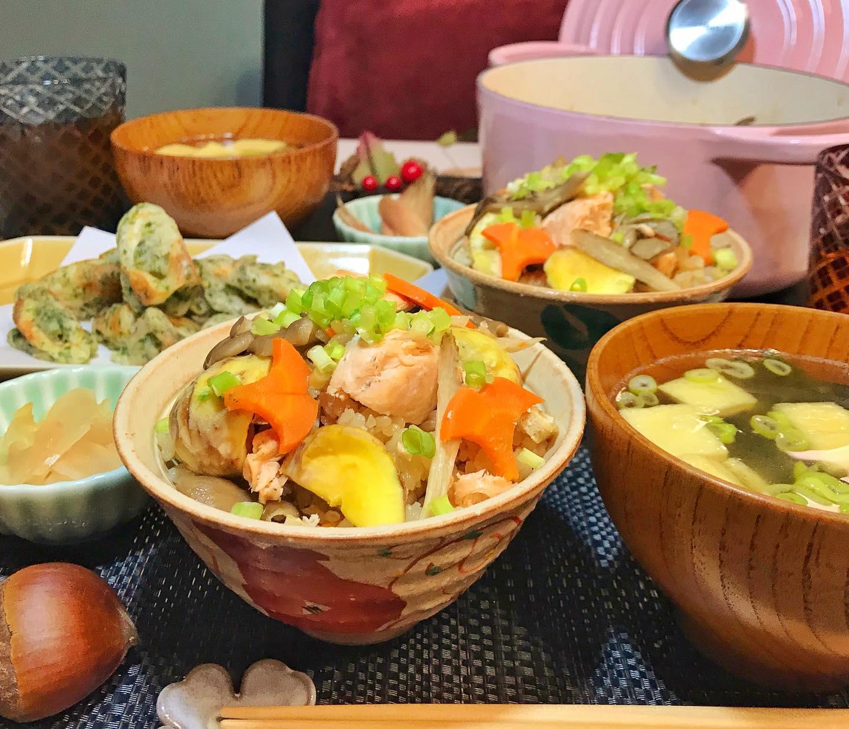 口コミ投稿:こんばんは😊今日は🍁秋の炊き込みご飯🍁お揚げとワカメのお味噌汁🍁ちくわの磯辺揚げ🍁み…