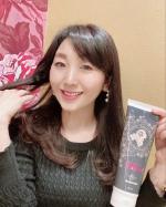 ☆ヘアカラー情報☆* フラガール ヘアカラートリートメントは、シャンプーあとの髪に通常のトリートメントに代えて使うことにより、気になる白髪をケアすることが出来るトリートメント💖💖✨…のInstagram画像