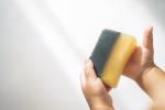 前も載せたこの石鹸すごく少量でも、ネットで泡立てるとめっちゃくちゃきめ細かい泡ができる!パパが横から『これは戻れませんねぇ〜』とアレテコしてくるレベルよ🤣.固形石鹸はいつも…のInstagram画像