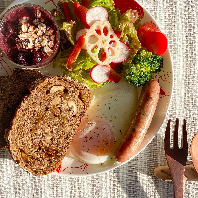 口コミ投稿:。🍴朝ごはん雑穀カンパーニュで#朝ごパン ☀.我が家の#アサイーボウル は#焼きバナナ …