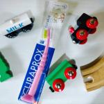 【スイスうまれのクラプロックスで歯磨き習慣】クラプロックスは世界75ヵ国で販売されています。日本では歯医者さんで取り扱っているくらいでした。私も今回手にするまで知らなかった~。スイス生…のInstagram画像