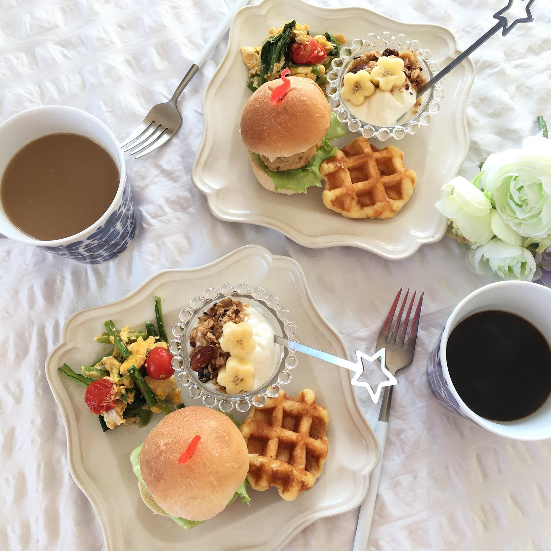 口コミ投稿:ハンバーガーで朝ごパン𓌈#みんなんちのパン で作った丸パンまん丸なのでハンバ…