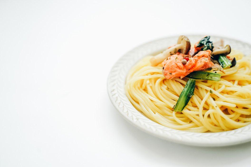 口コミ投稿:秋の味覚♡鮭ときのこの和風パスタ🍝安かった小松菜入れて色合いup🥬オリーブはコスタド…