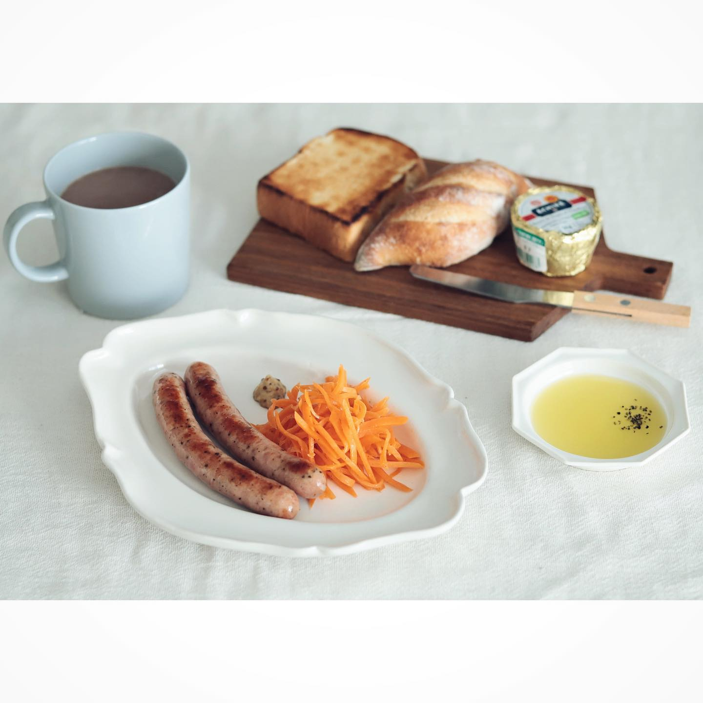 口コミ投稿:いつかの朝ごはん。キャロットラペとおいしいソーセージとパン。キャロットラぺにも…