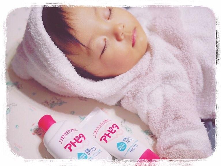 口コミ投稿:お風呂あがりの保湿タイム、娘のスキンケアにアトピタのローション&クリーム。昨年…