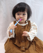 @curaproxjapan samaの歯ブラシ「クラプロックス」を使わせていただきました✨ この歯ブラシ少し大きめですが0歳から6歳のお子様用歯ブラシ👀持ち手の部分にグリ…のInstagram画像