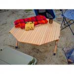 キャンプの時に大きいローテーブルがひとつあると重宝します。私が持っているオウルテックのテーブルは4人ぐらいまでは広々と楽しめます。#オウルテック #owltech #ウッドロールトップ…のInstagram画像