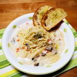 スープパスタ♥寒い朝。今年初の積雪です。寒い日にピッタリのブランチは、クラムチャウダーのスープパスタ。茹でたてパスタにチーズを絡めて、クラムチャウダースープを注ぎます。…のInstagram画像