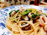 ヤリイカと菜の花のアンチョビパスタ🦑猪鍋🍲今日のおひるごはんは、旦那が作ったパスタでした🍝毎食👶いる中で料理ばかりなので時々作ってくれると嬉しい😆オリーブオイルににんにくアンチョビ…のInstagram画像