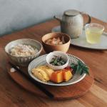 まだ仕事おさまりません ;_;今日の朝ごはん。・鯛めし・ひじきとツナと枝豆の和え物・お味噌汁・出汁巻き・かぼちゃ煮 和え物以外、 @on_the_umami の出汁…のInstagram画像